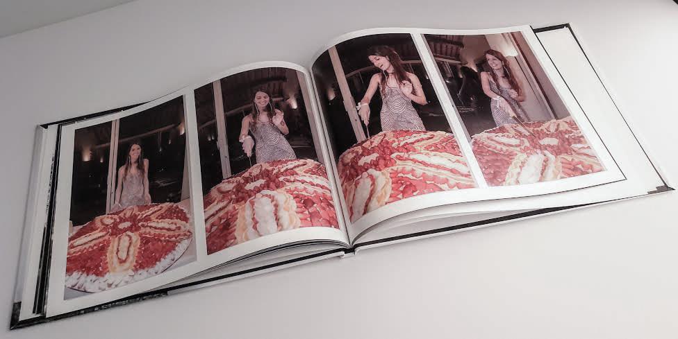 impaginazione dell fotoalbum del diciottesimo compleanno di Sara interni fondo bianco