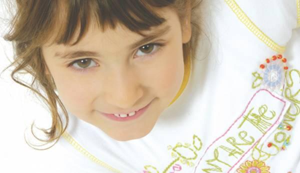 scatto fotografico per cartello vetrina di un azienda di moda per bambini