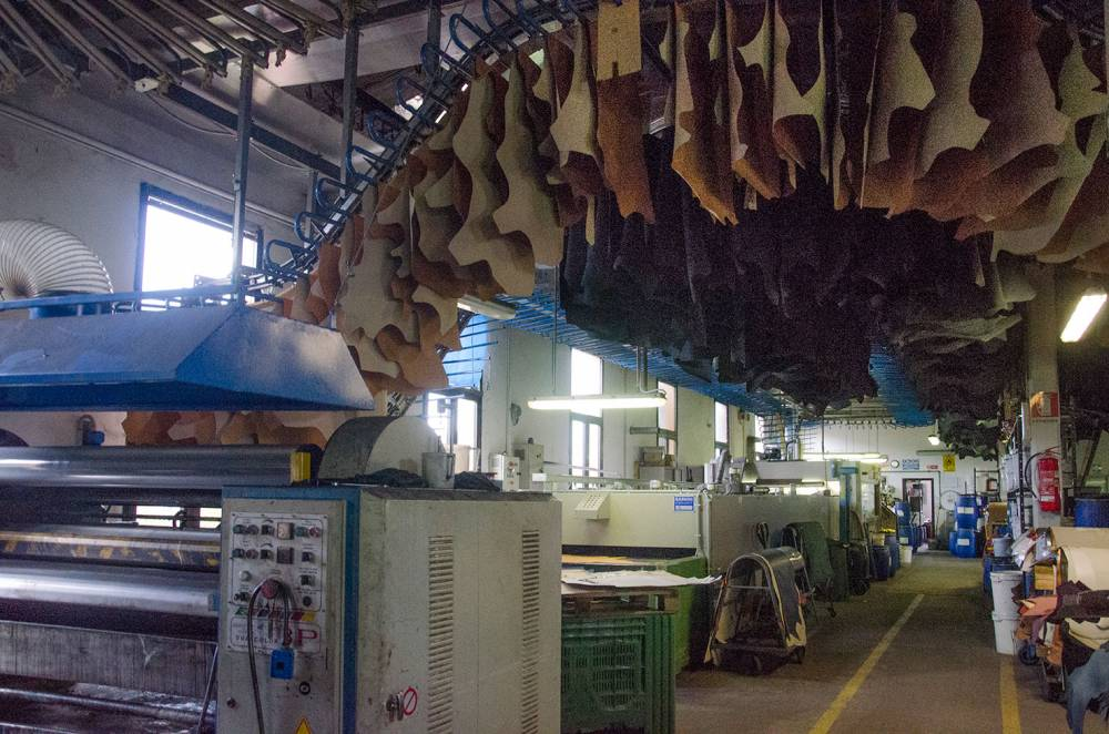 foto di reparti di produzione di un azienda conciaria toscana