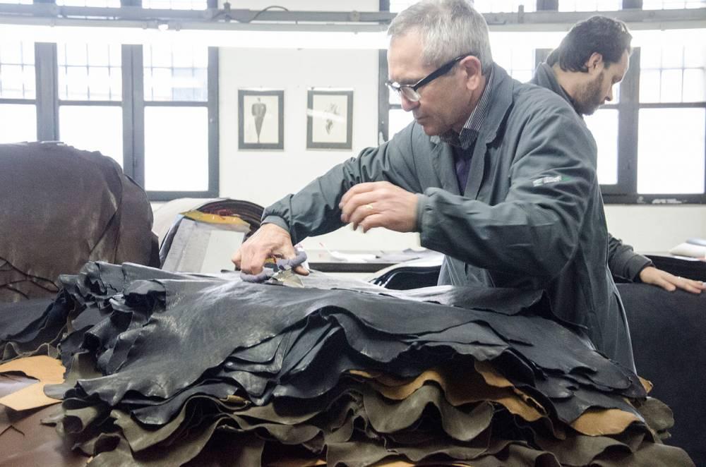 foto delle fasi di lavorazioni nella conceria