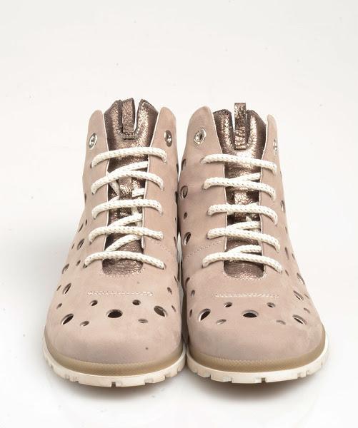 foto di campioni di scarpe estive