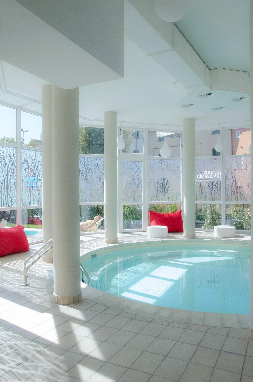 foto della piscina riscaldata di un centro termale