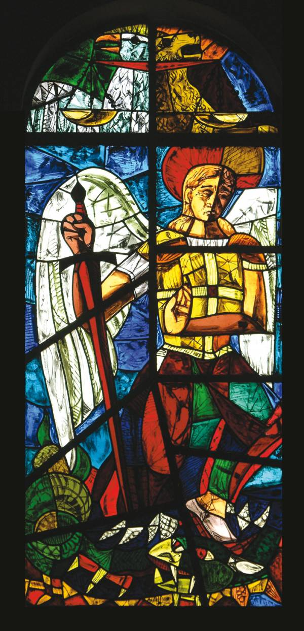 """foto della vetrat realizzata da Dilvo Lotti """"San Michele"""""""