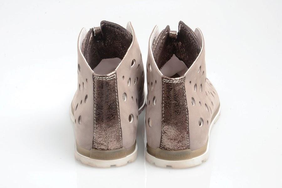 foto descrittiva della scarpa retro