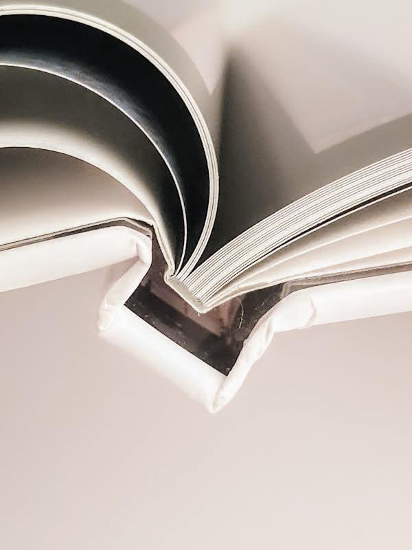 i fotoalbum sono rilegati e realizzati con cura dalla stampa alla confezionatura